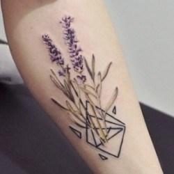 Цветы в геометрии тату
