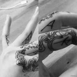 Тату на пальцах: 66 фото татуировки, эскизы