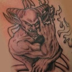 Демон с рогами