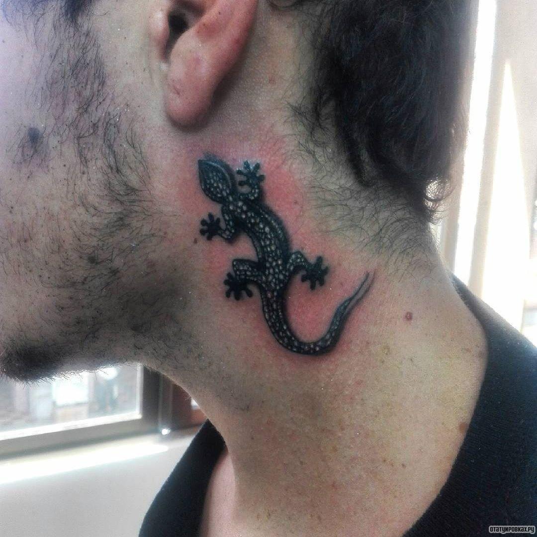 Татуировка на шеи и за ухом фото