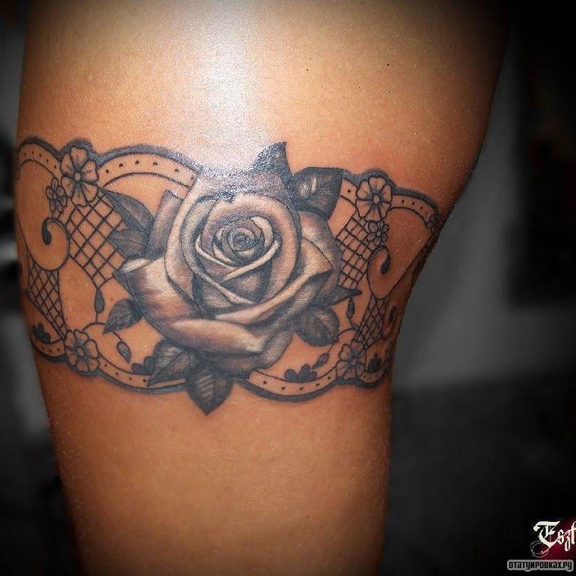 Тату для девушек на бедре роза