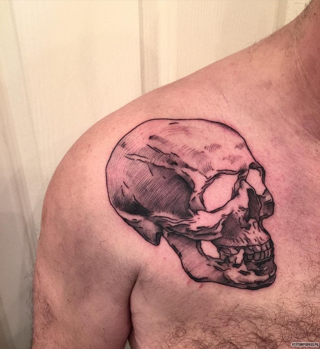 Фото тату черепа на грудине