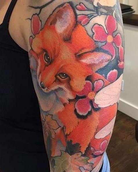 Рыжая лиса на плече