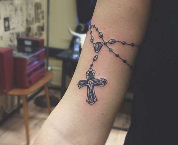 Крест вокруг руки