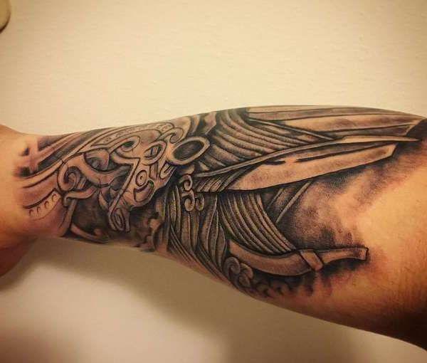 Скандинавская татуировка на руке