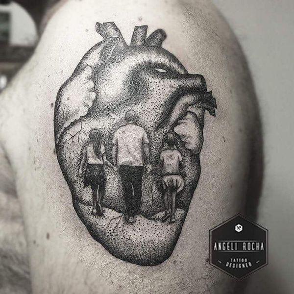 Татуировка трех людей в сердце