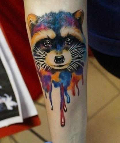 Татуировка енота в стиле акварель