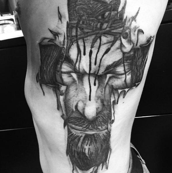 Татуировка Иисуса под кожей