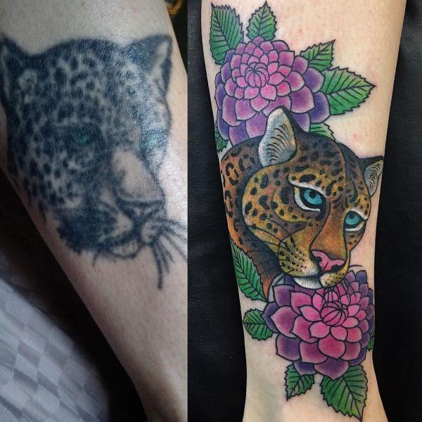 Перебитая татуировка леопарда на ноге