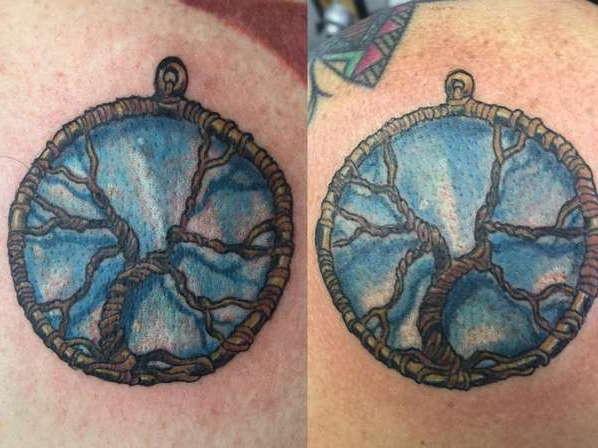 Оберег-дерево образует круг