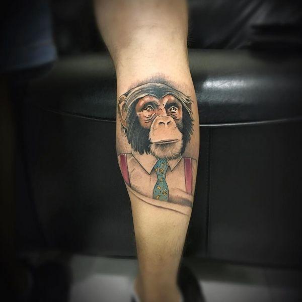 Татуировка обезьяна на голени