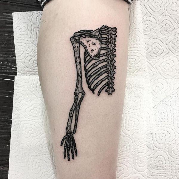 Татуировка одной половины скелета