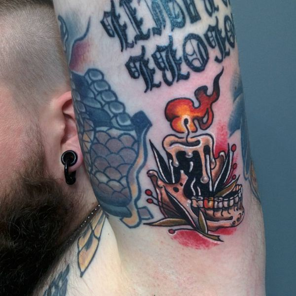 Татуировка горящей свечи