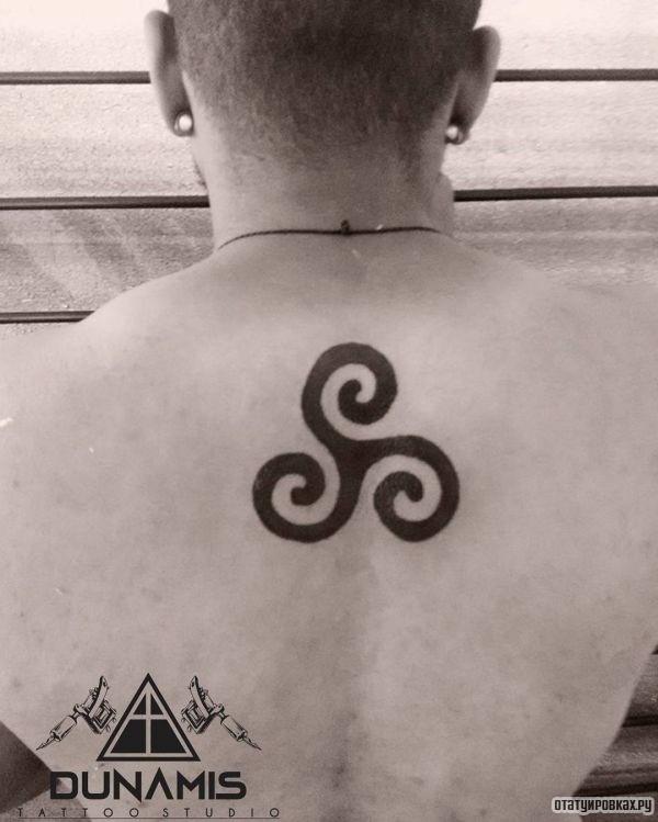 Татуировка трискелион