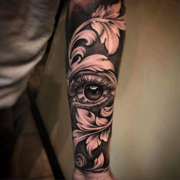 Татуировка в стиле Барокко в виде глаза и узоров на руке