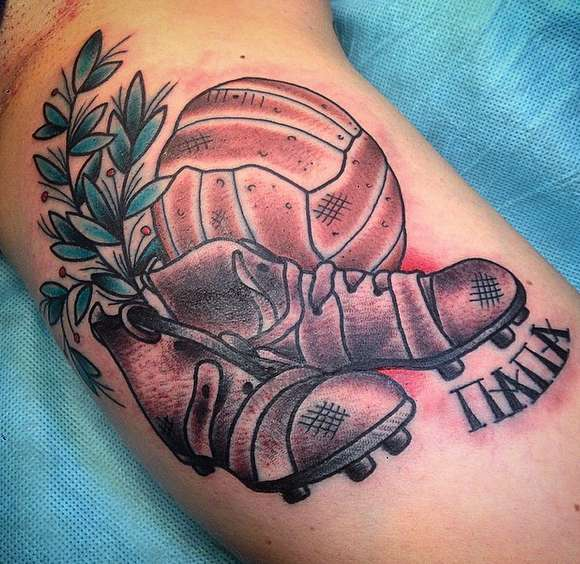 Футбольная татуировка бутсы, надписи папа и футбольного мяча
