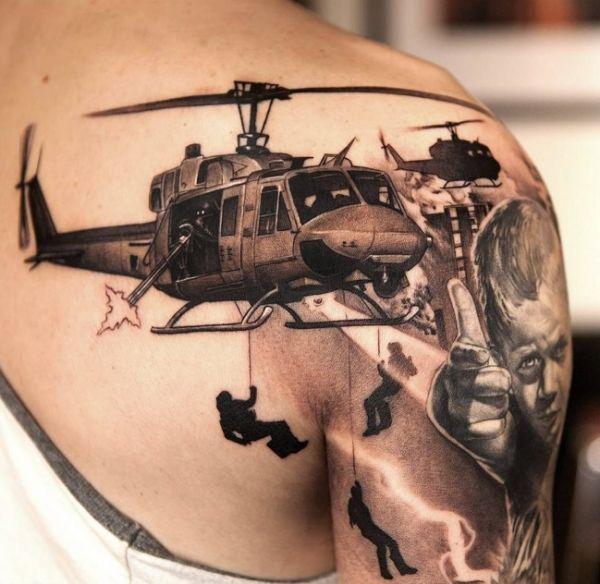 Татуировка на лопатке ГРУ: вертолет и спецназ