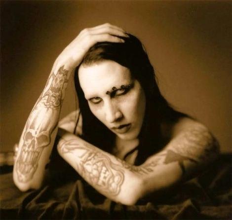 Мэрилин Мэнсон с татуировками на руках