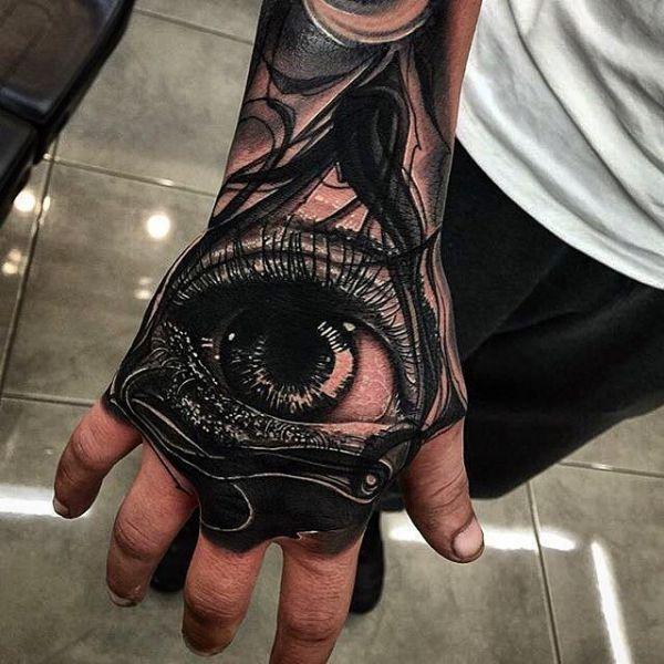 Всевидящее око в стиле реализм на кисти парня
