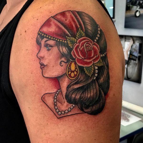 Татуировки девушки получереп — photo 14