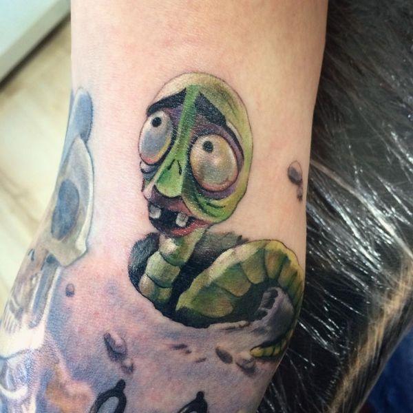 Татуировка червяка из мультика