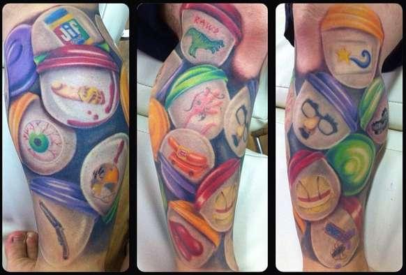 Нога в необычных татуировках