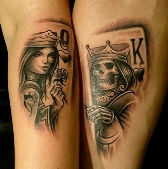Парная татуировка на руках в виде игральных карт
