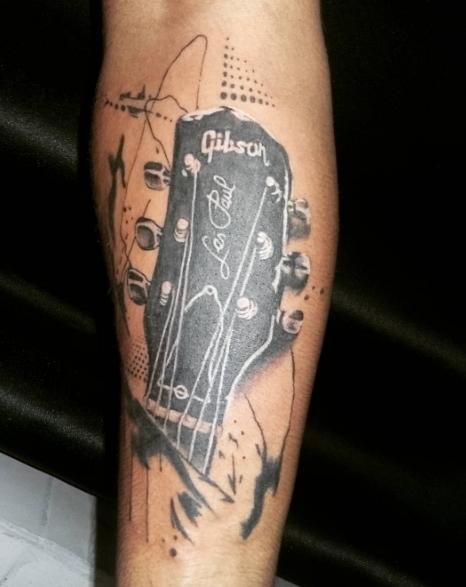 Татуировка гитара в стиле блекворк