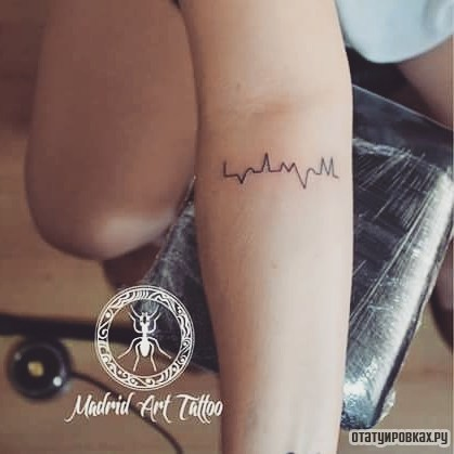 Татуировка кардиограмма