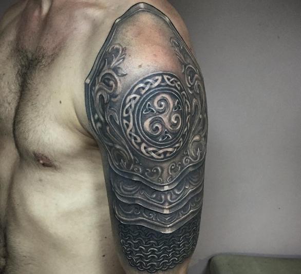 Татуировка латы в чб варианте