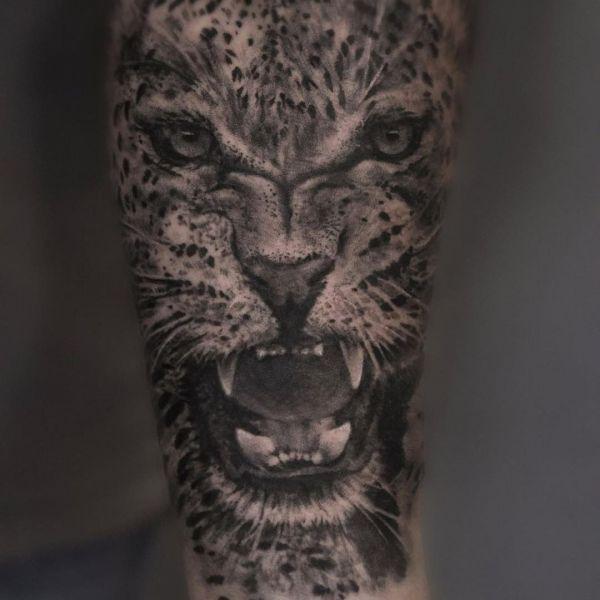 Татуировка оскала леопарда