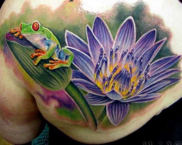 Сиреневая лилия с лягушкой
