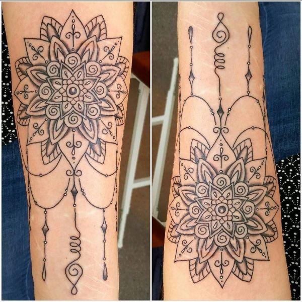 Татуировка мандала в стиле барокко