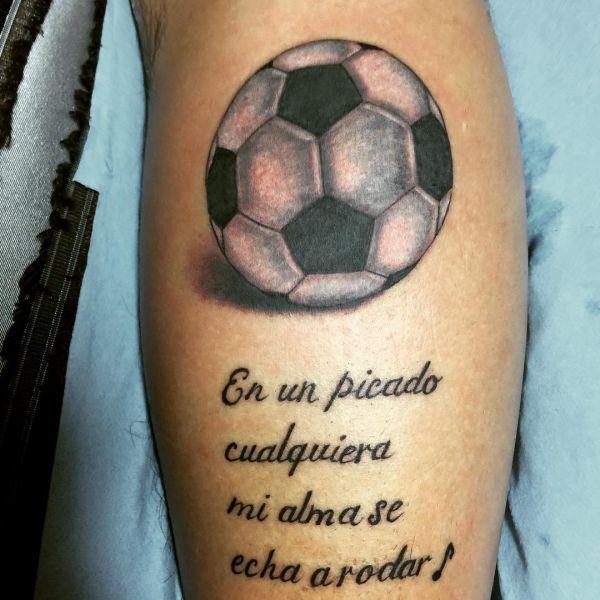 Футбольный мяч и надписи