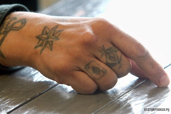 Два перстня на пальцах