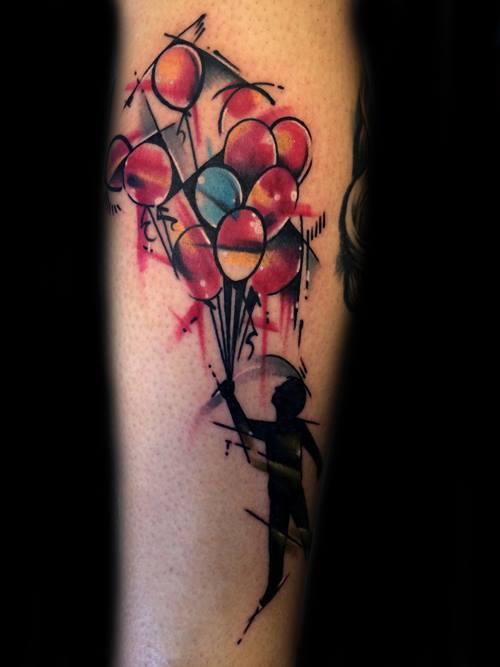 Абстрактная татуировка человека, держащего в руках шарики
