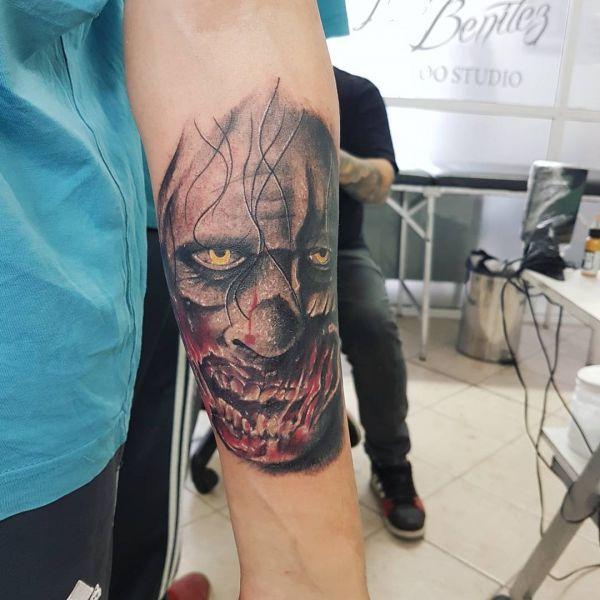 Портрет зомби на предплечье