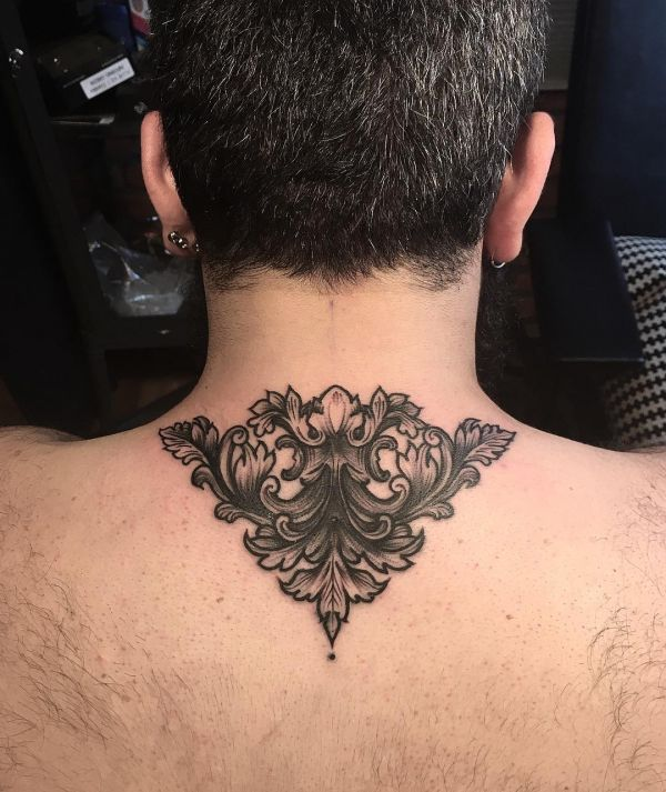 Татуировка узора Барокко на спише у парня