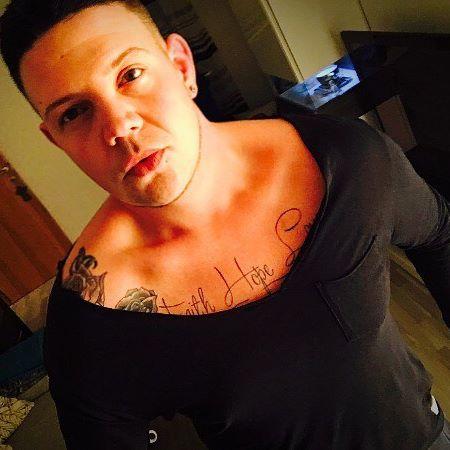 Татуировки гея на груди