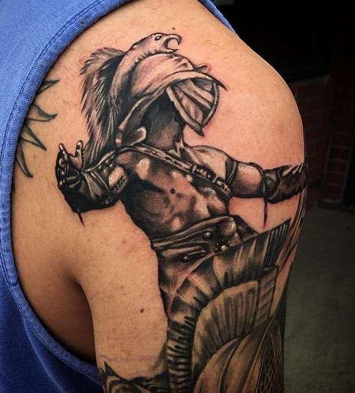 Гладиатор на плече с орлом