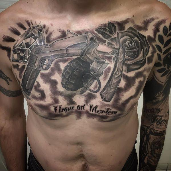 Татуировка оружия: пистолет, нож, граната