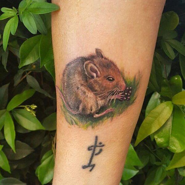 Татуировка грызуна в стиле реализм