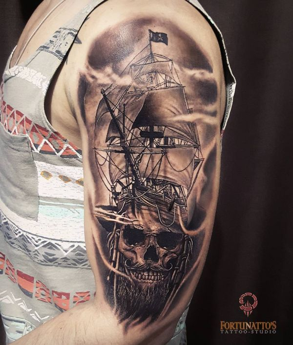 Татуировка, вселяющая ужас: корабль и череп