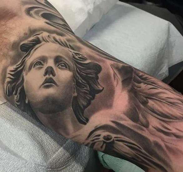 Лицо ангела на татуировке