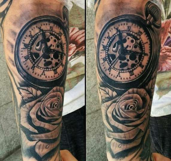 Часы с розой на плече