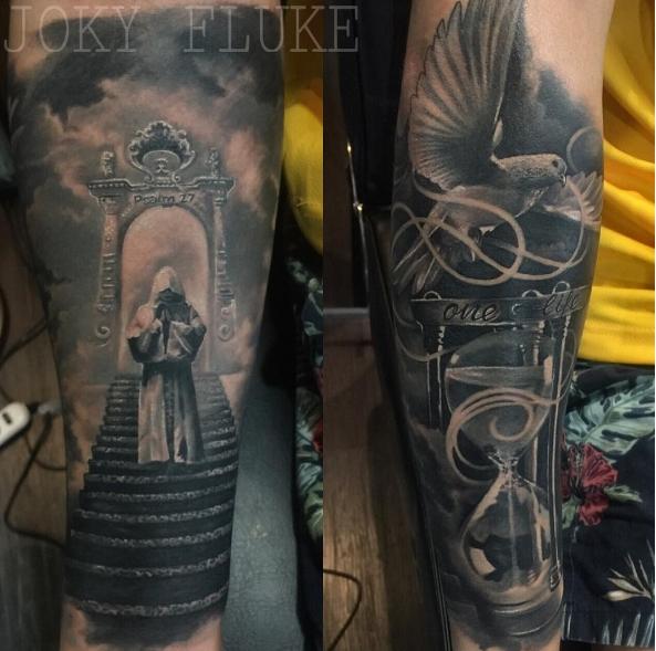 Голубь с молящимся человеком - татуировка