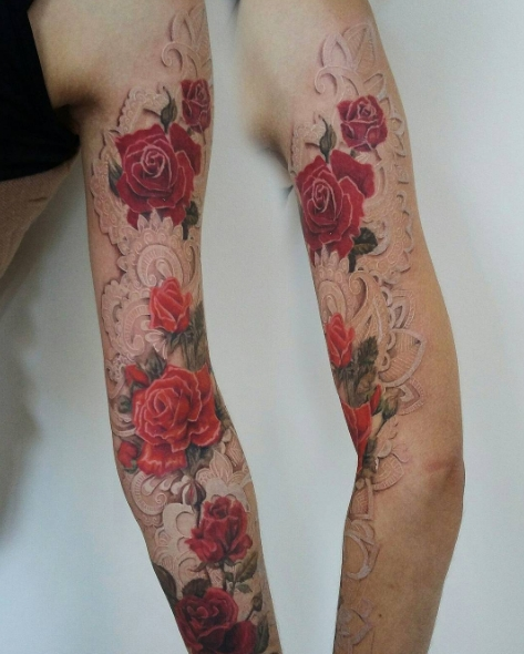 Красивая татуировка розы с кружевами