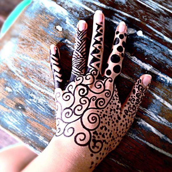 Татуировка на кисти рук, нарисованная маркером