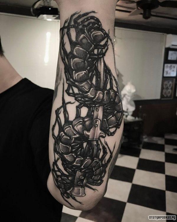 Татуировка сколопендра