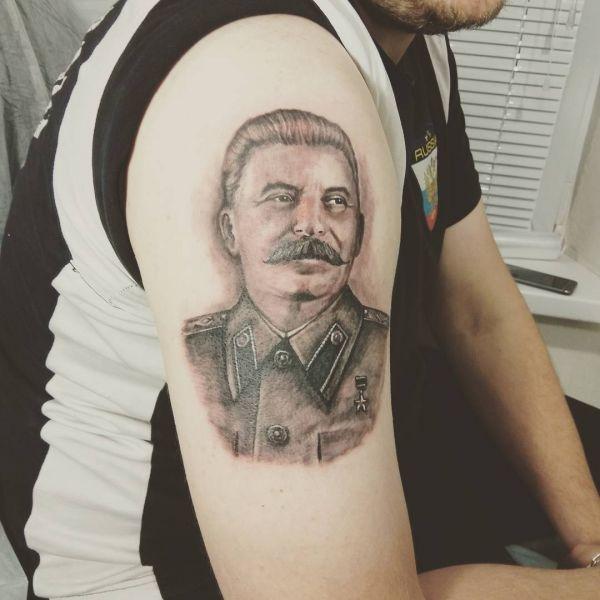 Татуировка Сталин на плече